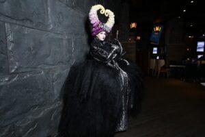 Тёмные костюмы